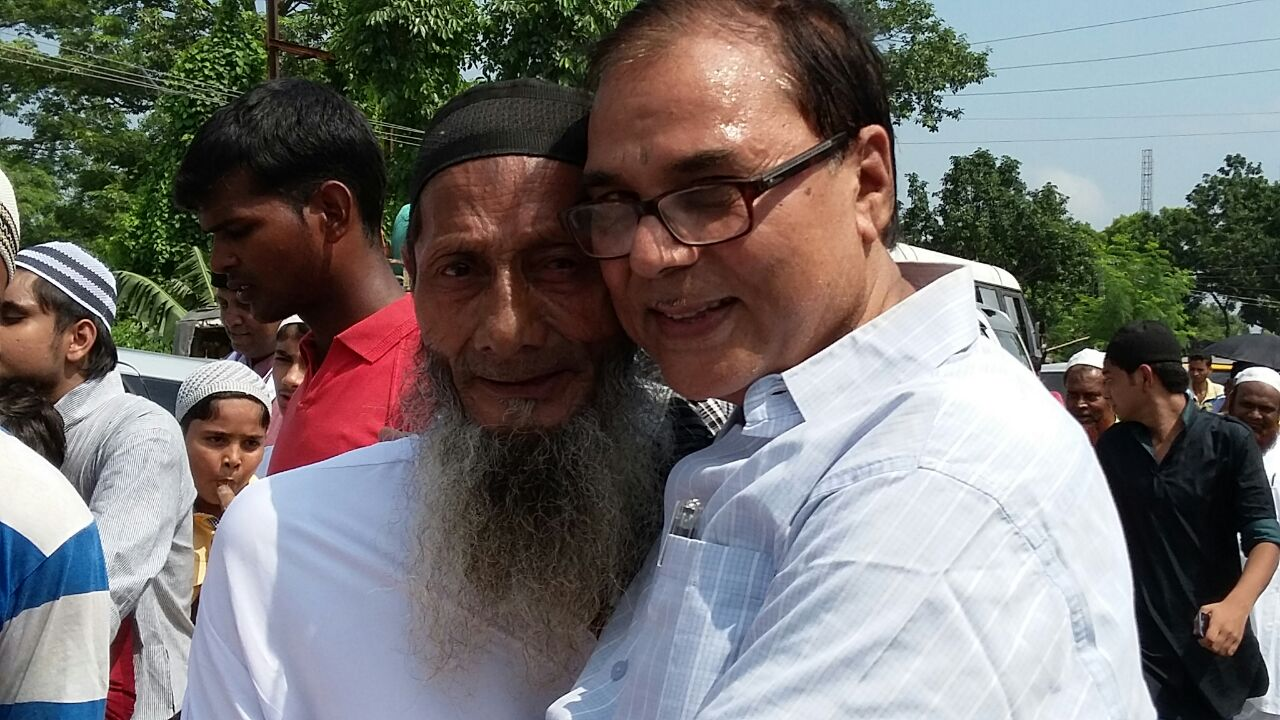 Dr Madhepuri greets at Eidgaah .