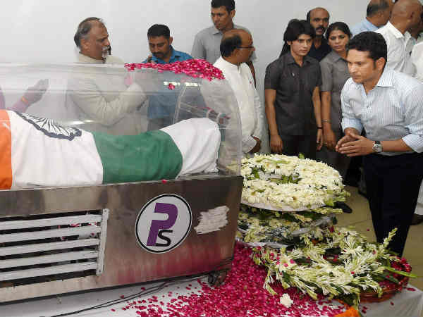 bharat-ratna-dr-Sachin Tendulkar paying homage to apj-kalam-mortal-image-1