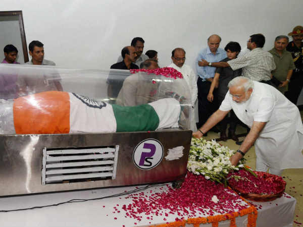 prime minister modi paying homage to dr kalam