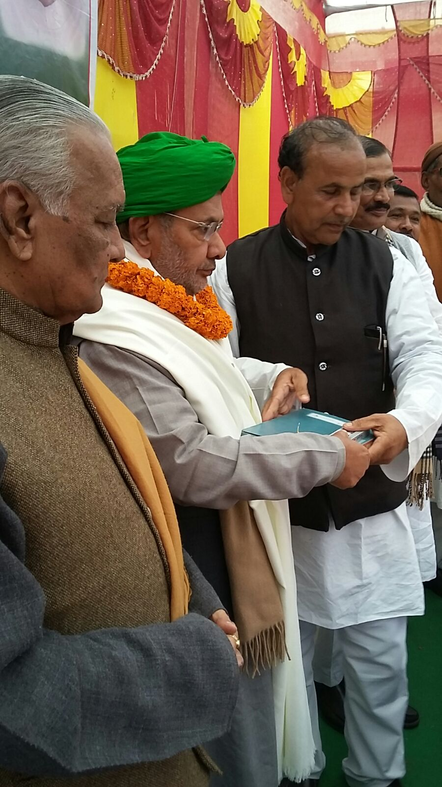 Rashtriya Adyaksh Sharad Yadav is being honoured by Zila Adyaksh (JDU) in Party Worker's Meeting at Madhepura