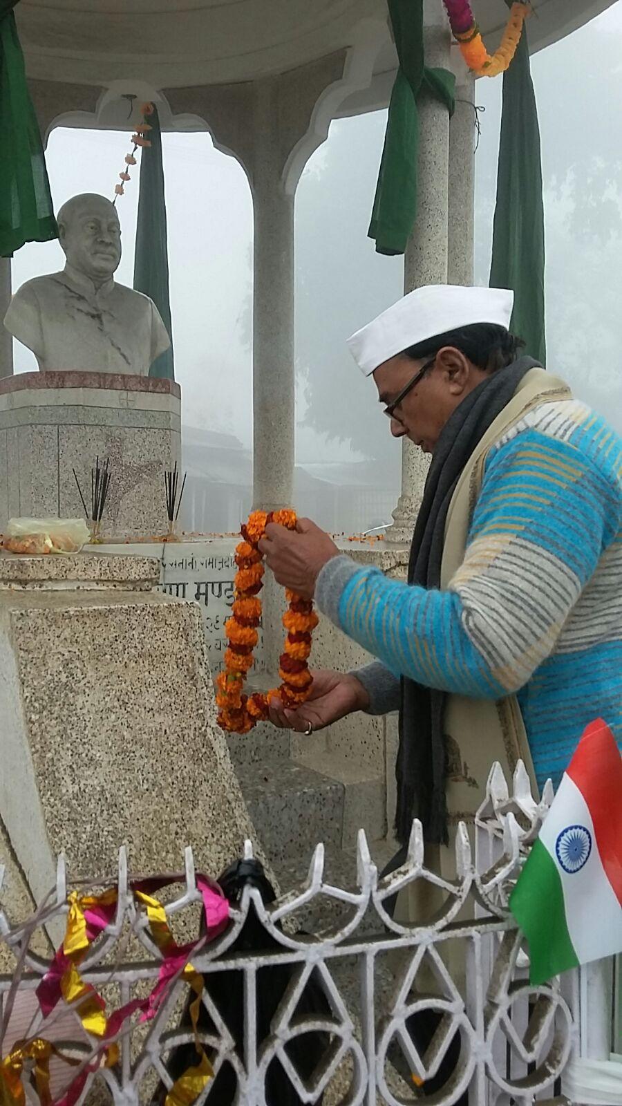 Dr.Bhupendra Madhepuri garlanding the Great Samajwadi Freedom Fighter Bhupendra Narayan Mandal before Flag Hoisting .