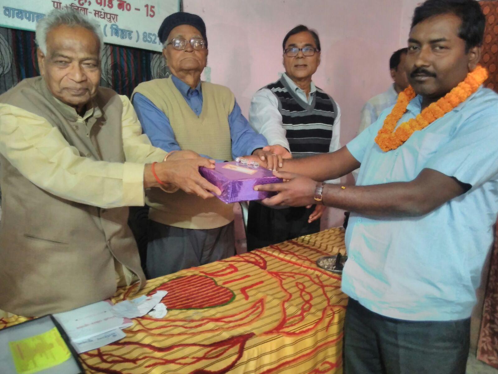 Director of Tulsi Public School Shyamal Kumar Sumitra, the grand performer, receiving honour by former PVC Dr.K.K.Mandal, Kaushiki President Hari Shankar Shrivastav Salabh .