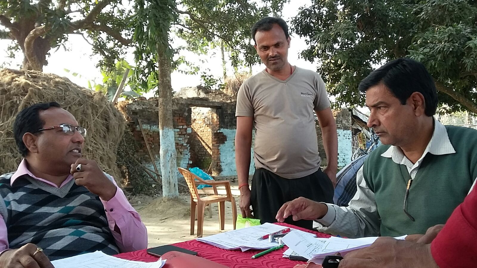 C.O Mithilesh Kumar and C.I Gajendra Singh informing higher officers regarding the poor presence of Land Owners .
