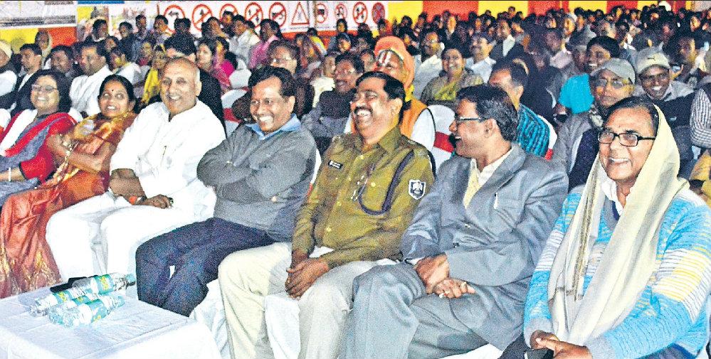 Minister Prof.Chandrashekhar enjoying the moment along with Dr.Madhepuri, Registrar, ASP, DTO, Zila Parishad Adhyaksha and others .