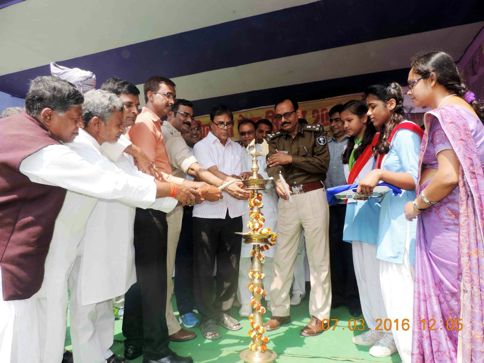 DIG, DM, Dr. Madhepuri, SP, DDC, SDM inaugurating the Mela of Singheshwar.