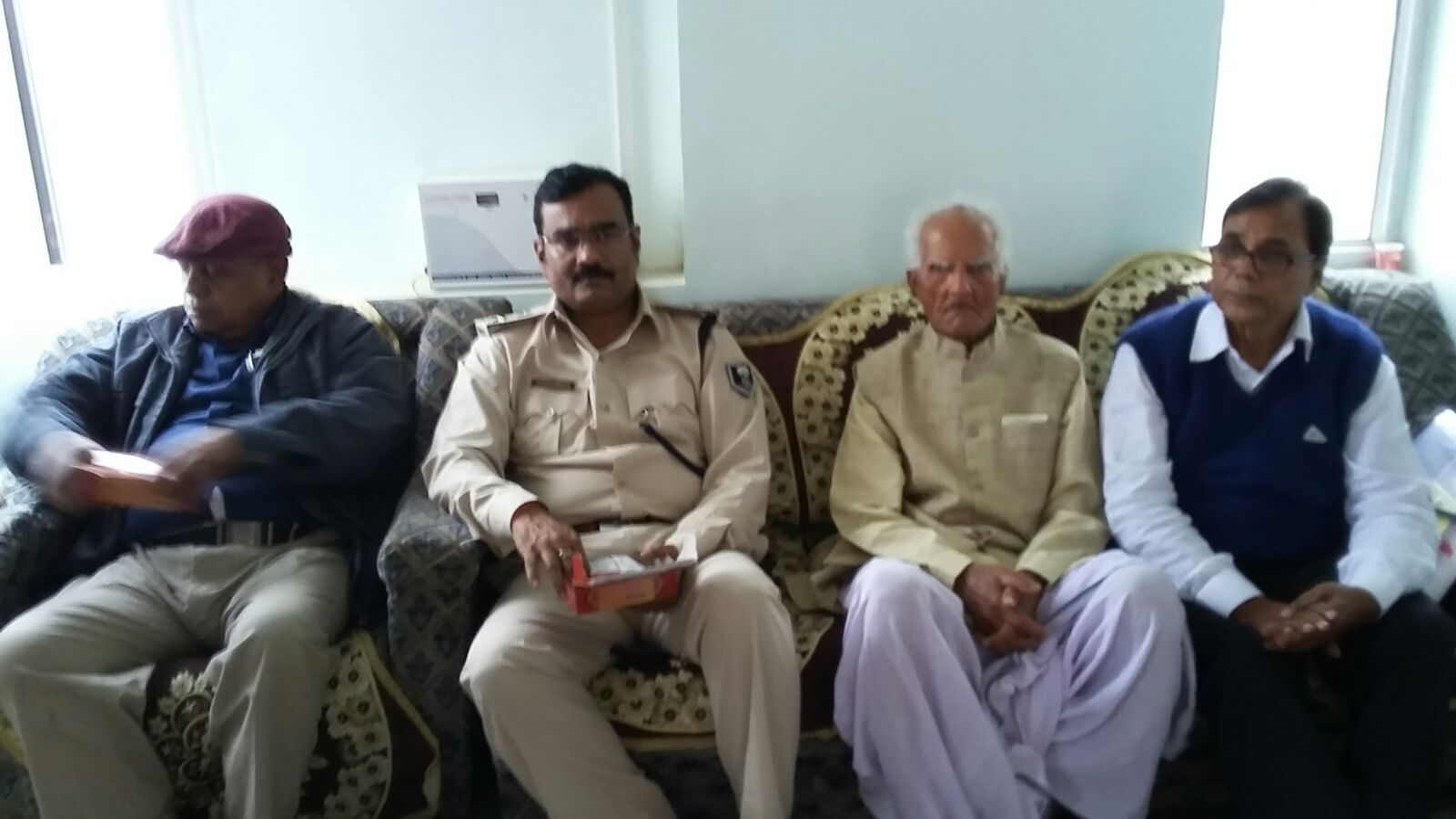 SP Vikas Kumar giving directions to Police persons from Vihar Hotel Singheshwar sitting with Pro. VC Dr. J.P.N. Jha, Sinior Professor Dr. K.N Thakur & Samaaj Sevi Dr. Madhepuri and others.