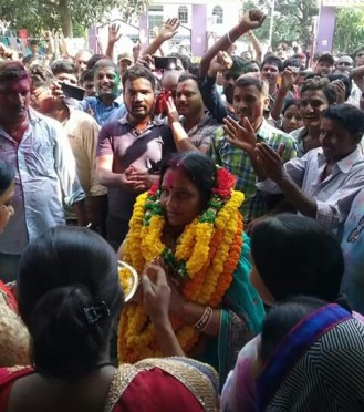 Zila Parishad Adhyaksha Manju Devi with her supporters at Madhepura District Samaharnalaya