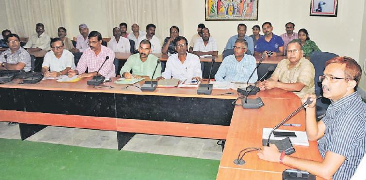 Madhepura DM Md.Sohail at Jhallu Babu Sabhagaar with High School Head Masters