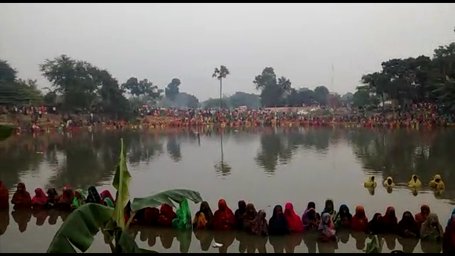 Devoties celebrating Mahaparv Chhath at Jitwarpur Chauth Pokhar, Samastipur .