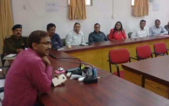 DM Md.Sohail, Educationist Dr.Bhupendra Narayan Yadav Madhepuri , Singer Priyaraj and others discussing issues for the celebration of Bihar-Diwas 2017 at Madhepura Collectriate.