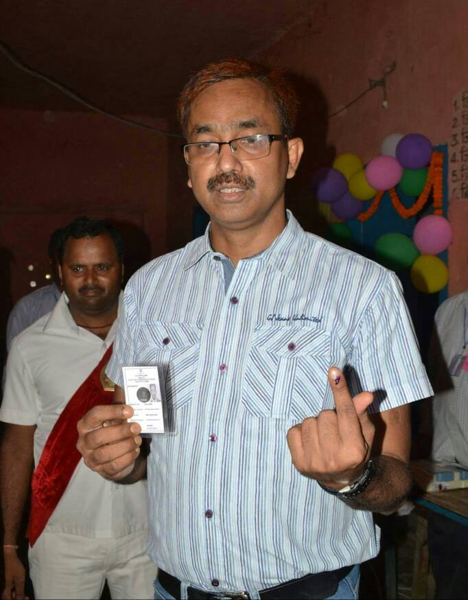 The Dynamic District Magistrate Md.Sohail (I.A.S) after casting his vote in Nagar Parishad Election- 2017 at Jagjiwan Ashram School Polling Booth near DM Residence at Madhepura .