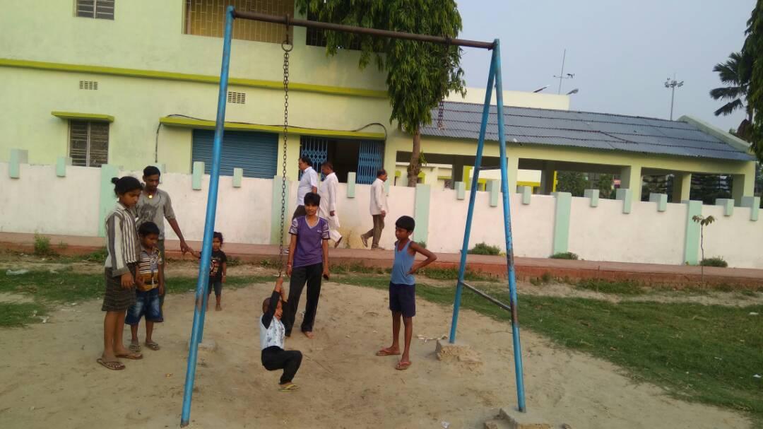 International Karate Player Miss Soniraj watching her niece and other children waiting for their turn near the ruptured swinging rope inside Circuite House Park at Madhepura.