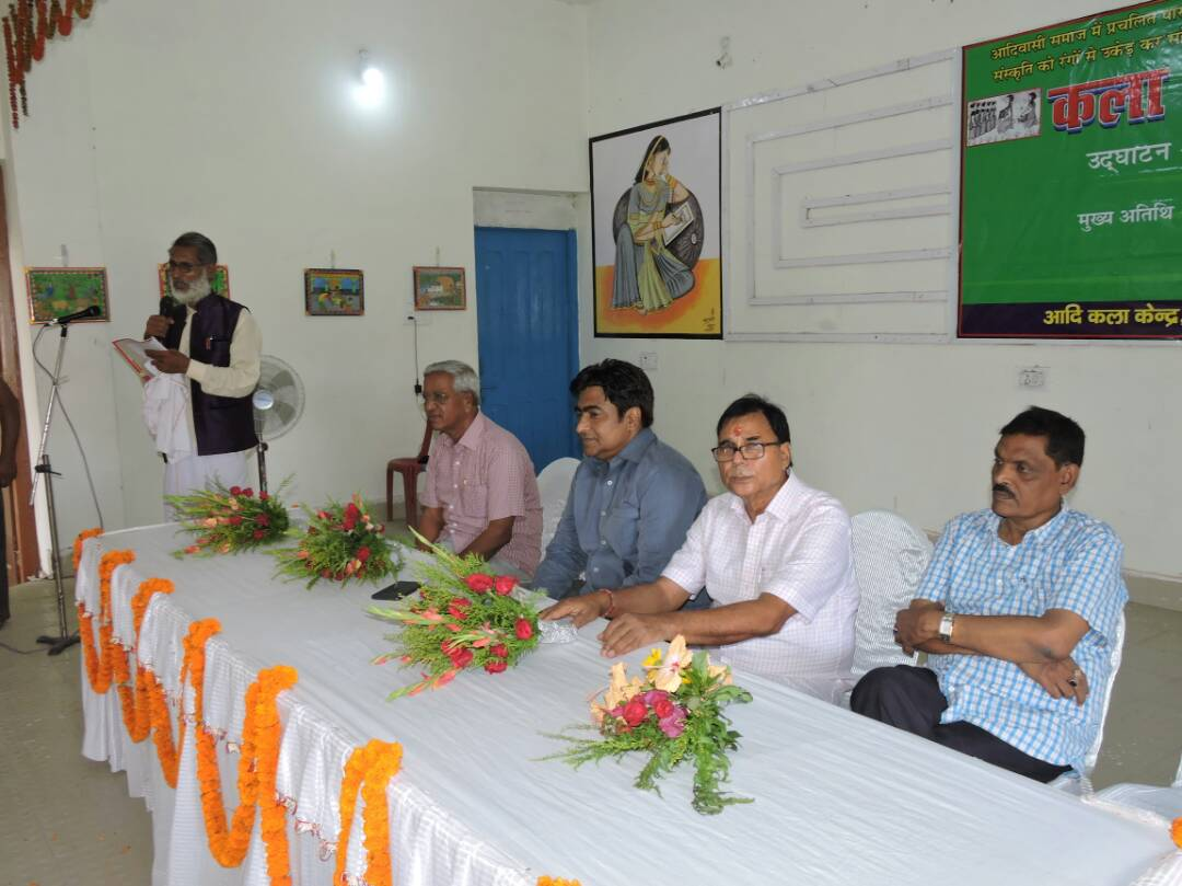 Secretary Kisan Sansad Shambhu Sharan Bhartiya addressing Aadivasi Bhitti Kala Pradarshani in presence of the Persons on the chairs - (L to R) Prof. S.K. Yadav, DDC Mithilesh Kumar, Dr.Bhupendra Narayan Madhepuri and Dr.Sita Ram Yadav at Bhupendra Kala Bhawan Madhepura.