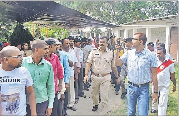 DM Md.Sohail (IAS) and SP Vikas Kumar (IPS) appealing the voters to caste their votes without any fear or pressure at P.Sc College Polling Booth, Madhepura