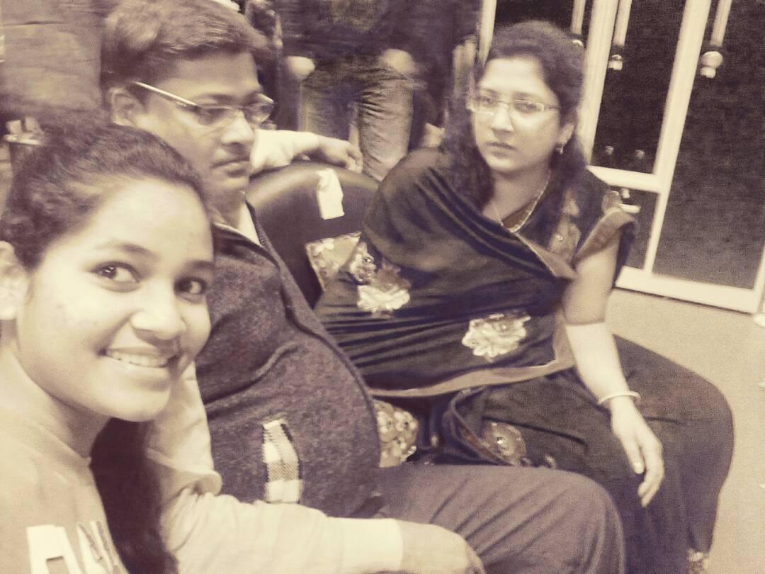 Haryana CBSE 10th Board - 2017 Topper Khushi alongwith her Parents Mr.Anand & Reeta Pranshukhka at Delhi Airport .