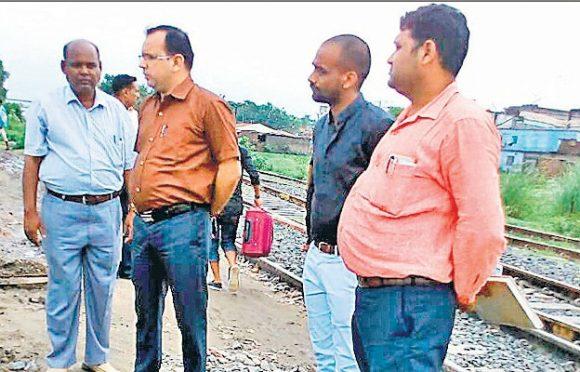 Senior DSTE Abhishek Kumar along with DSTE Vivek Saurabh and officers Sashibhushan, Alok Srivastav, Naseem Ekwal , Amit Kumar Suman inspecting Saharsa Rail Campus.