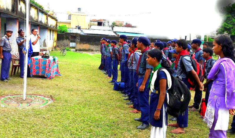 "Educationist Bhupendra Narayan Madhepuri addressing the Scout and Guide (Girls & Boys) Trainees with a slogan ""Service to Man in Service to God"" at Rasbihari High School Ground , Madhepura ."