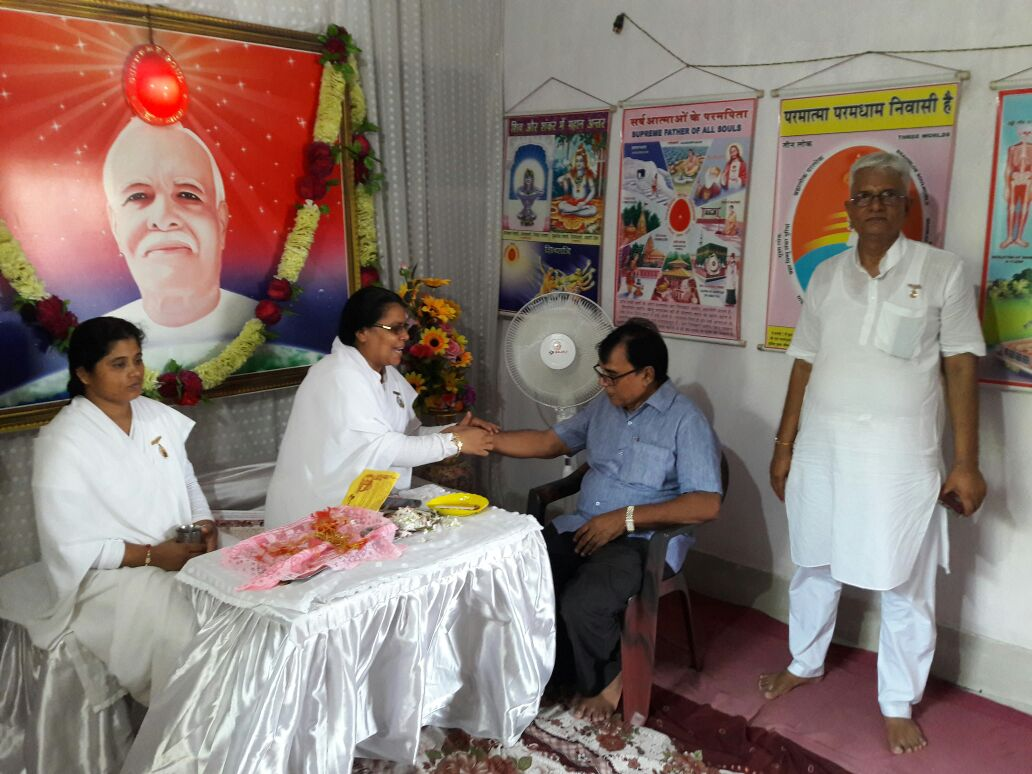 Samajsevi Dr.Bhupendra Madhepuri is being tied Rakhi by Rajyogini Ranju Didi & others at Prajapita Brahmakumari Vishwavidyalaya Branch at Madhepura .