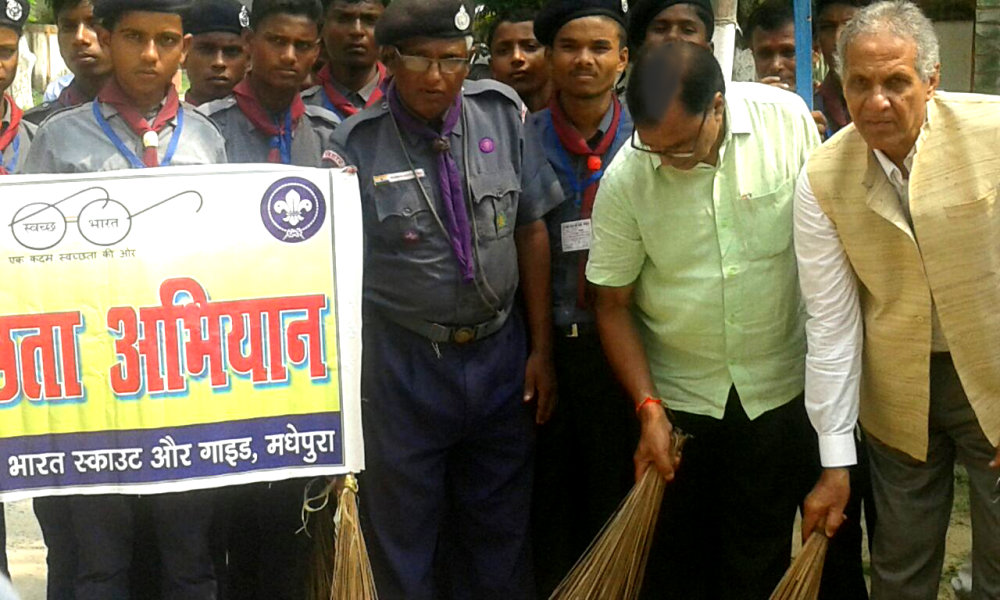 Hon'ble V.C. Dr.A.K. Roy, Educationist Dr.Bhupendra Madhepuri, S&G Ayukta Jaikrishna Yadav and others engaged in Swachhta Abhiyan at B.N. Mandal University Campus, Madhepura.