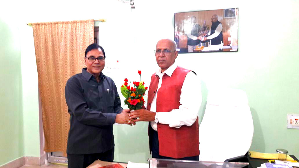 "Educationist Dr.Bhupendra Madhepuri giving a Bouquet to the Hon'ble V.C. Dr.A.K.Ray for his courageous act in favour of so called ""Karsewak"" to get them sitted on the permanent post.....!"