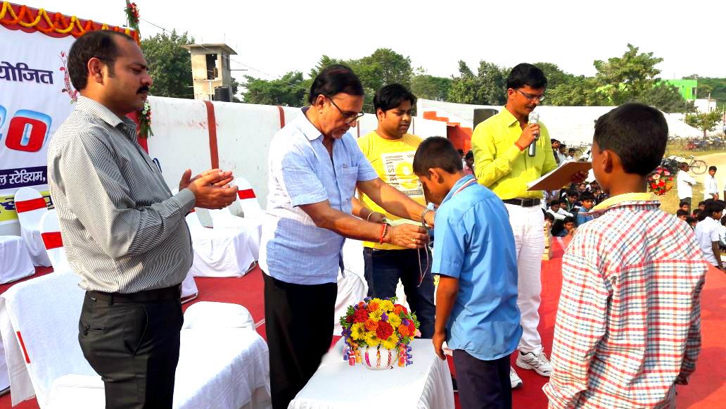 Dr.Bhupendra Madhepuri conferring medals to the winning students at B.N. Mandal Stadium, Madhepura.