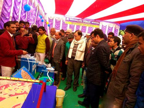 Physics Stalwart Dr.Bhupendra Madhepuri with ADJ Navin Kumar Thakur, MD Kishor Kumar and others being demonstrated 'Iron Free Water Model' by students at Science & Craft Exibition organised by Darjeeling Public School, Dr.Madhepuri Marg Madhepura.