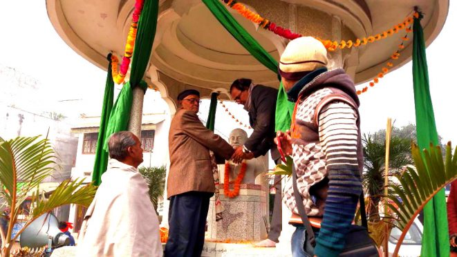 Adhyaksh Dr.Bhupendra Narayan Yadav Madhepuri with Mukhya Atithi Shri Hari Shankar Shrivastav Shalabh paying homage to Great Socialist Leader Bhupendra Narayan Mandal on Bhupendra Jayanti 1st February at Bhupendra Chowk, Madhepura.