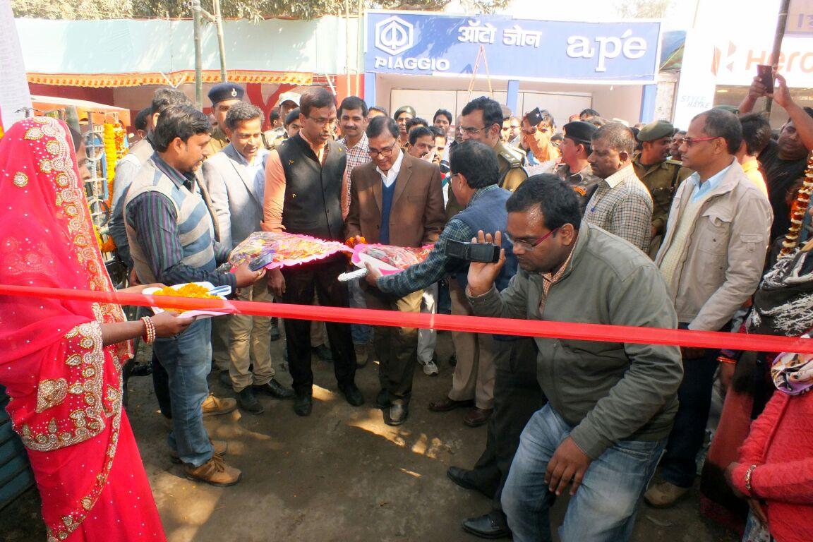 Samajsevi Dr.Bhupendra Madhepuri inaugurating stall along with DM Md.Sohail, SP Vikas Kumar and others at Singheshwar Mela .