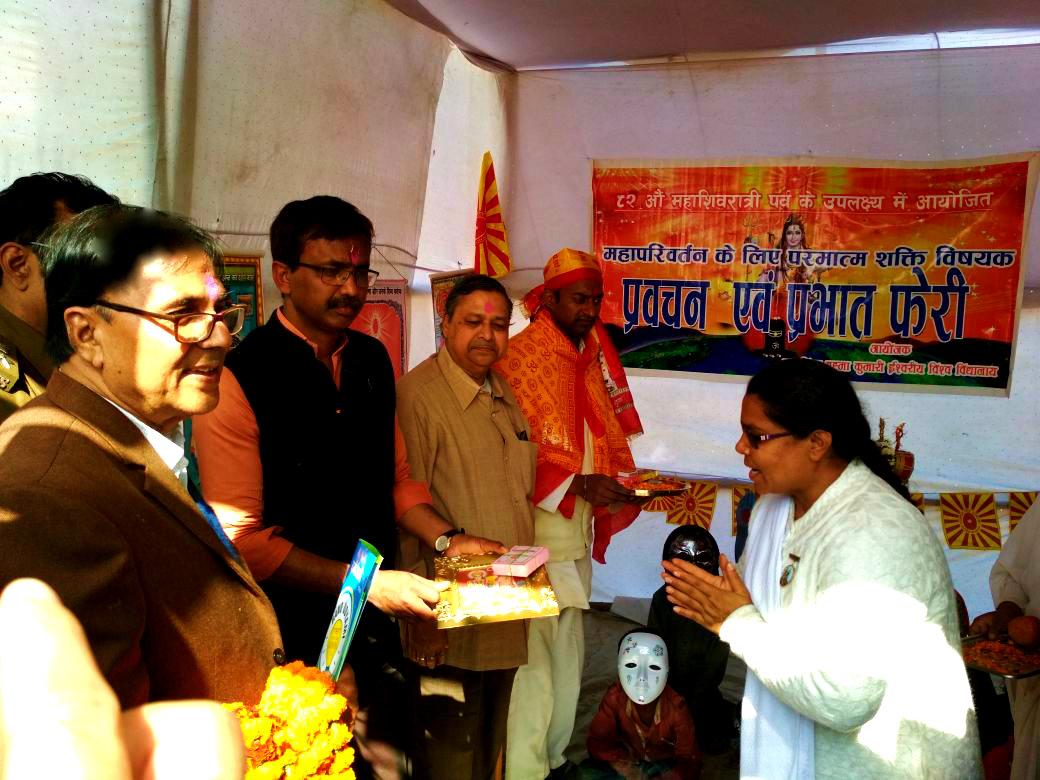 Prajapita Brahma Kumari Ishwariya Vishwavidyalaya incharge Rajyogini Ranju Didi welcoming Samajsevi Dr.Bhupendra Madhepuri , DM Md.Sohail , SDM Sanjay Kumar Nirala , CS Dr.Gadadhar Pandey and others after the inauguration of Brahma Kumari Stall at Singheshwar Mela Campus.