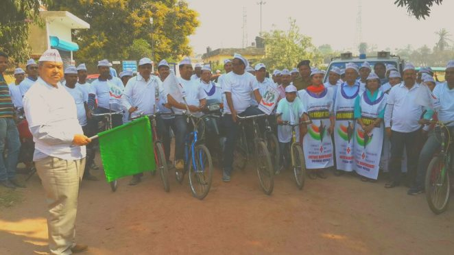 Civil Surgeon Dr.Gadadhar Pandey showing Green Flag to IMA Doctors Cycle Rally against IMC Bill of Central Government at Rasbihari High School , Madhepura .