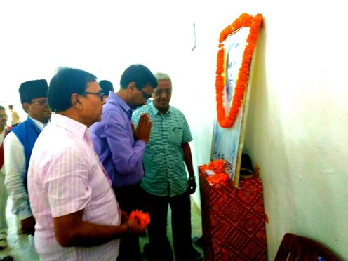 DM Md.Sohail , Dr.Madhepuri and others paying homage to Social Reformer BP Mandal at Madhepura.