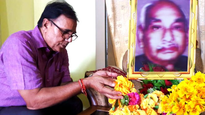 Dr.Bhupendra Madhepuri paying homage to Manishi Bhupendra Narayan Mandal on his 44th death anniversary at Patna.