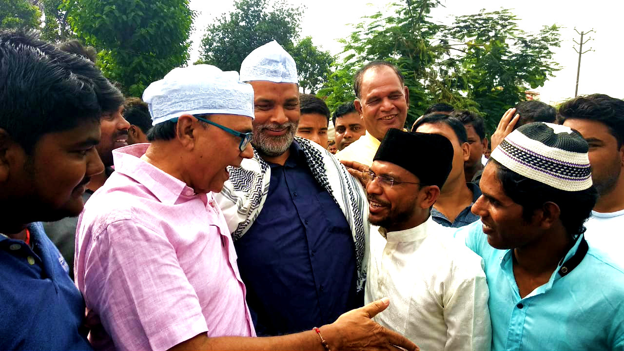 Samajsevi Sahityakar Dr.Bhupendra Narayan Madhepuri along with the Present MP of Madhepura Shri Rajesh Ranjan alias Pappu Yadav expressing & explaining the importance of Eid to Muslim Youngters in presence of Dr.Ashok Kumar (Principal Madhepura College) after finishing Eid Namaz near Madhepura Eidgah.