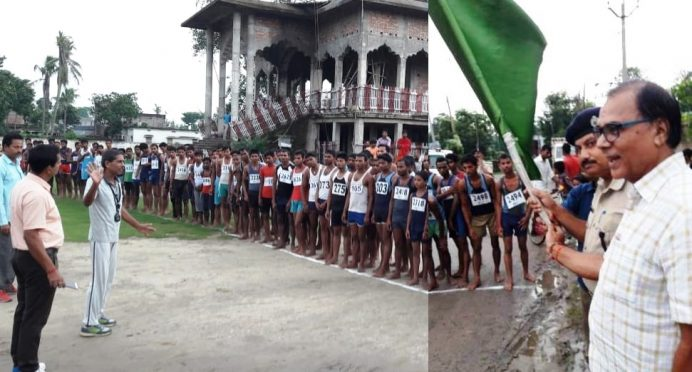 "Samajsevi Dr.Bhupendra Madhepuri , Incharge SP Wasi Ahmad, SDM Vrindalal & Up-Pramukh Jaikant Yadav jointly showing Green Flag to start ""Gitanjali Memorial Road Race"" at Sahugadh Durga Asthan Campus."