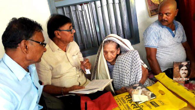 Samajsevi Dr.Bhupendra Narayan Yadav Madhepuri with Smt. Bechani Devi (Wife of Shahid Bhola Thakur) and others at Chainpur village , Saharsa.