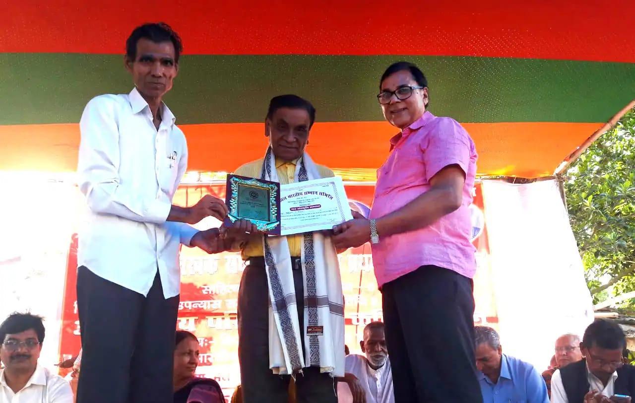 Patron of BJLS Dr.Madhepuri & Rastriya Mahasachiv Mahendra Narayan Pankaj jointly giving Certificate & Momento to Kavi-Sahityakar Shri Kusheshwar from West Bengal.