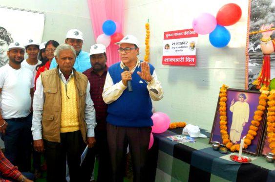 Dr.Bhupendra Narayan Madhepuri addressing youths on the occasion of 140th birthday of Sadhu Thawarn Das Leelaram Vaswani as Shakhar Diwas at Madhepura.