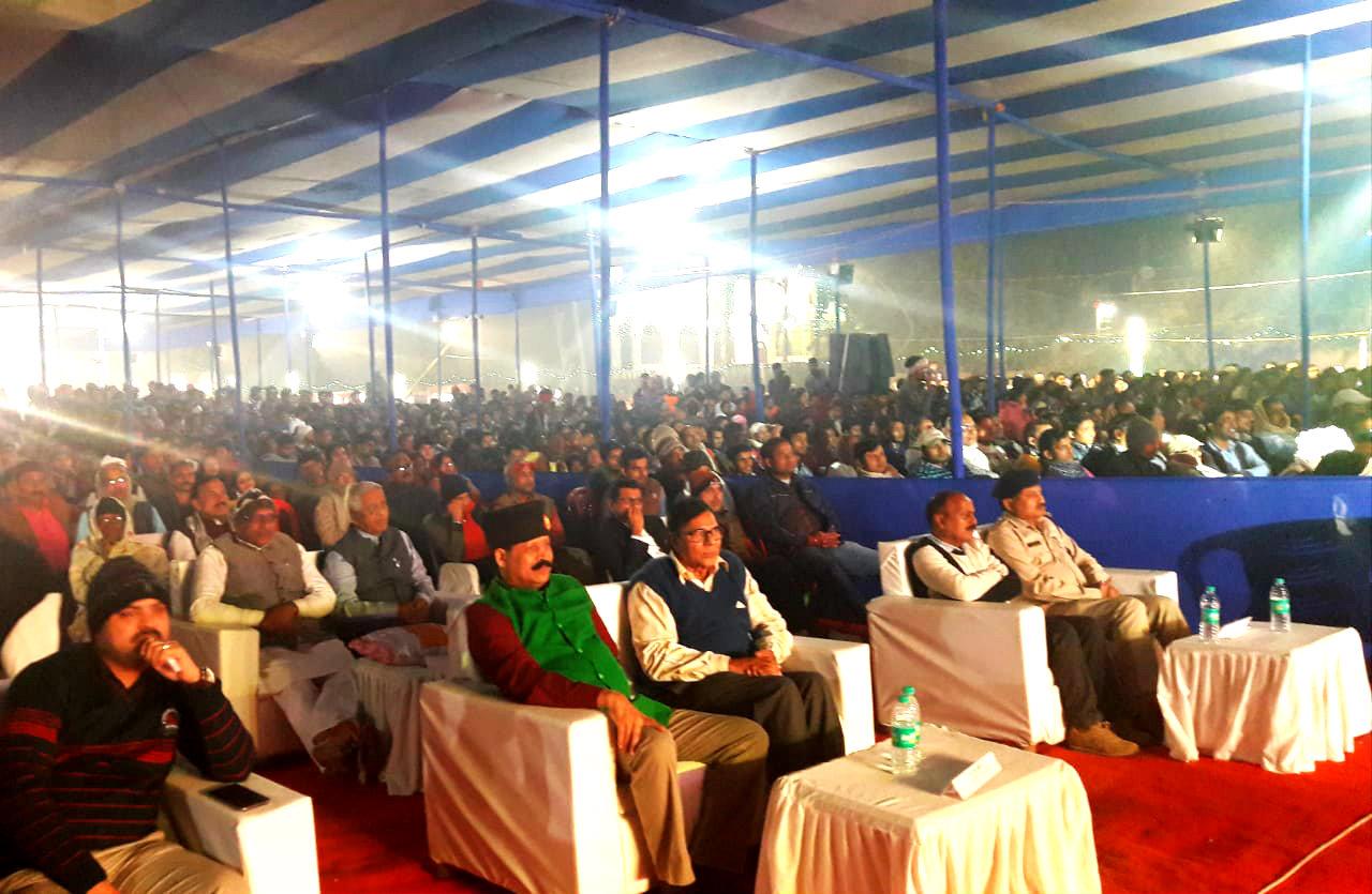 BN Mandal University Registrar Colonel Neeraj Kumar , Former Controller of Exams Dr.Madhepuri , SDM Vrindalal , SDPO Md.Wasi Ahmad , Dr.Rajneesh Rai and thousands of viewers enjoying Gopastmi Mahotsav at Madhepura.