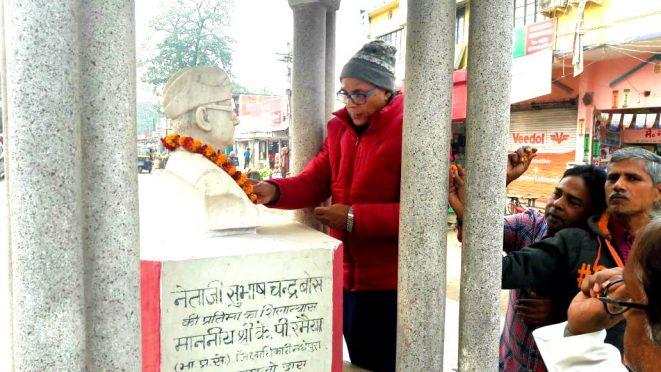 Samajsevi Dr.Bhupendra Madhepuri along with citizens of Madhepura paying homage to Neta ji Subhash Chandra bose on the occasion of Birth Anniversary at Subhash Chowk , Main Road , Madhepura.