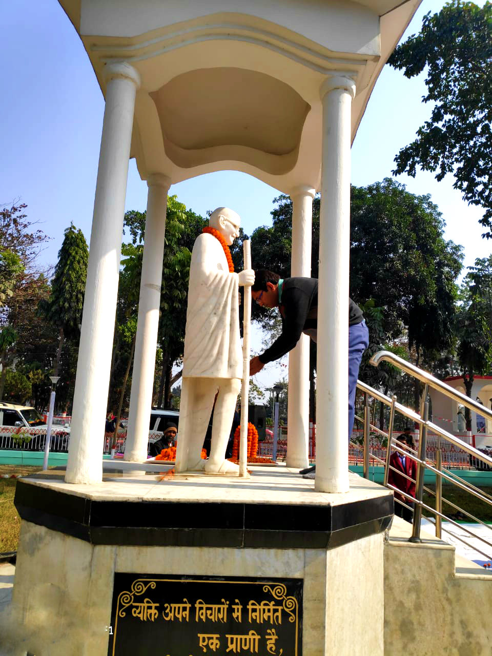 DM Navdeep Shukla paying tribute to Rashtrapita Mahatma Gandhi on Shahid Diwas at Samaharnalaya Madhepura .