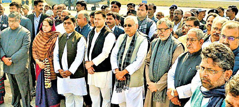 Chief Minister Nitish Kumar , Deputy CM Sushil Modi and others paying homage to Pulwama Martyrs Shaheed Sanjay Kumar Sinha and Shaheed Ratan Kumar Thakur at Patna.
