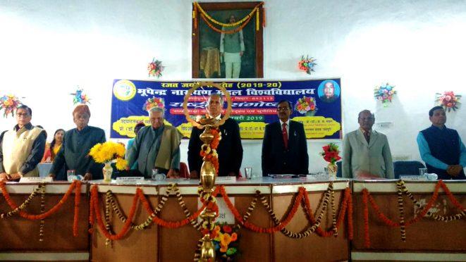 Dr.A.K.Ray (VC), Dr.R.K.Yadav Ravi (Founder VC), Pro-VC Dr.FarookhAli, Samajsevi Dr.Bhupendra Narayan Yadav Madhepuri, Dr.K.K.Mandal and BN Musta Secretary Dr.Naresh Kumar attending Seminar at BNMU Madhepura.