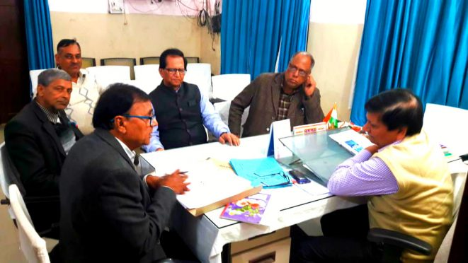 Dr.Bhupendra Narayan Yadav Madhepuri, Civil Surgeon Dr.Shailendra Kumar, Dr.Sachchidanand Yadav, Dr.Bipin Gupta , Dr.Dinesh Gupta and others in the first meeting of newly constituted Advisory committee of Madhepura Sadar Hospital .