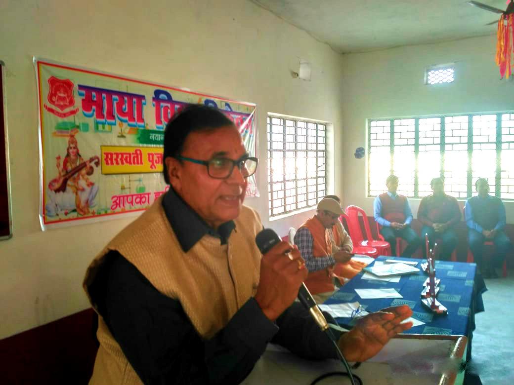 Renowned Professor of Physics Dr.Madhepuri addressing students at Science Exhibition organised by Maya Vidya Niketan.