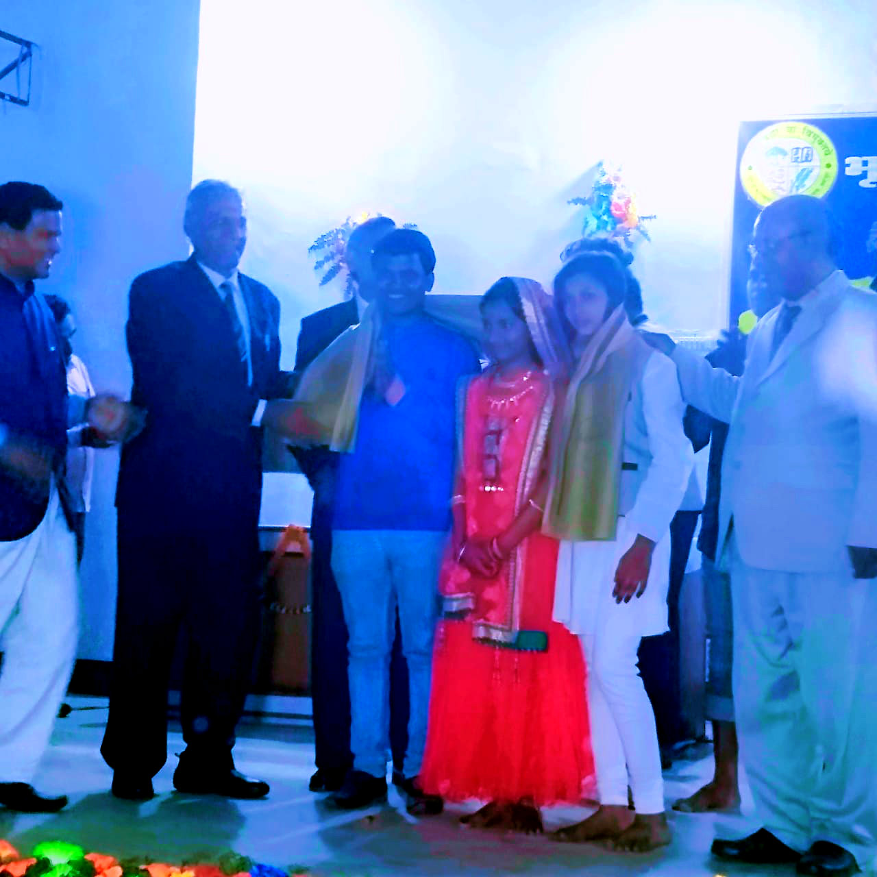 Honorable Vice-Chancellor Prof(Dr.) A.K.Roy encouraging the artists of Srijan Darpan in presence of BN Musta Secretary, Senator & Convenor Prof. (Dr.) Naresh Kumar, Pro. - VC Dr.Farooque Ali, DSW Dr.Sheomuni Yadav & others.