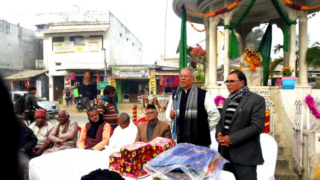 Dr.Bhupendra Narayan Yadav Madhepuri, Vice-Chancellor Dr.Awadh Kishor Ray, Sahityakar Harishankar Shrivastav Shalabh and others at Bhupendra Chowk Madhepura on the occasion of 116th birth anniversary of Samajwadi Chintak Bhupendra Narayan Mandal.