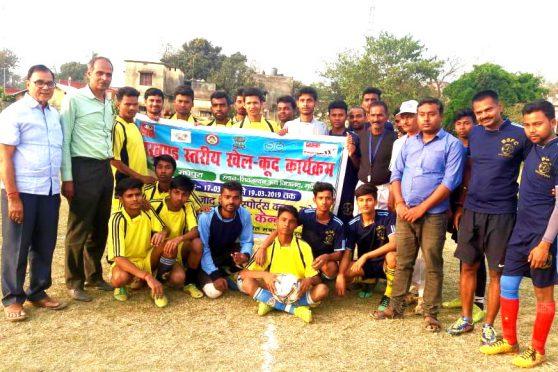 Dr.Bhupendra Madhepuri, Nehru Yuva Kendra Convenor and football players and coach at SNPM School ground Madhepura.