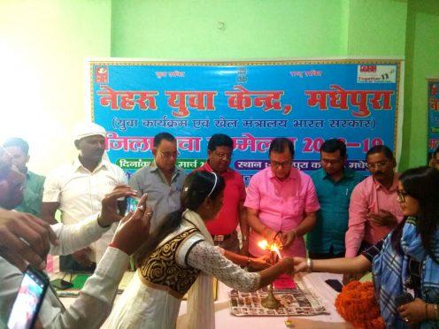 Samajsevi Dr.Bhupendra Madhepuri along with BDO Arya Gautam, Senator Dr.Jawahar Paswan, Prof.Sanjay Parmar and others inaugurating Zila Yuva Sammelan organised by Nehru Yuva Kendra at Madhepura.