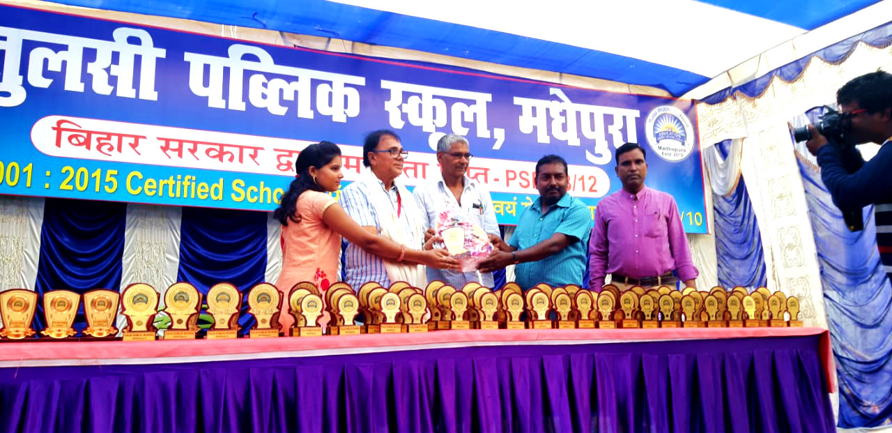 Chief Guest Dr.Madhepuri is being honoured by Director, Principal and Teachers at Tulsi Public School Madhepura.