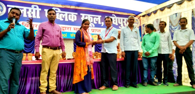 Chief Guest Dr.Bhupendra Madhepuri giving Momentos and Certificates to the toppers of respective classes in presence of director Shyamal Kumar Sumitra, Principal, Teachers, Students and their guardians at Tulsi Public School Madhepura.